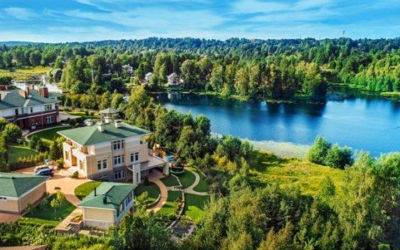 Жить в гармонии с природой: загородный дом у озера Вероярви в Токсово