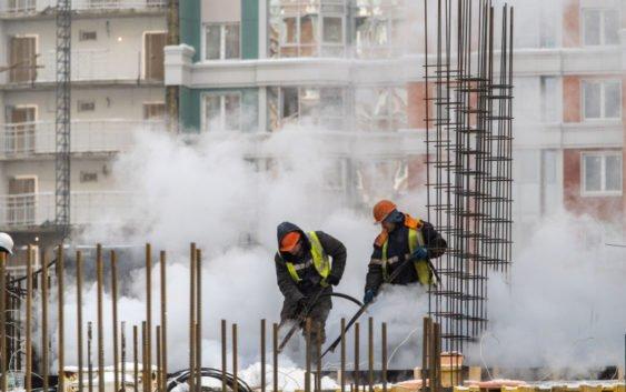 Без привязки к месту. Строители готовы брать на стройки рабочих из-за рубежа и профессионалов из регионов
